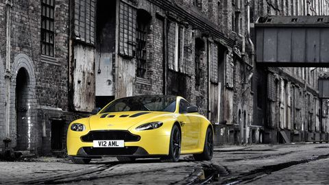 Tire, Automotive design, Vehicle, Yellow, Automotive lighting, Land vehicle, Headlamp, Hood, Performance car, Automotive parking light,