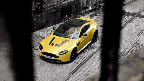 Tire, Motor vehicle, Automotive design, Yellow, Vehicle, Land vehicle, Headlamp, Automotive lighting, Automotive mirror, Hood,