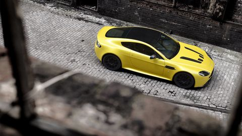 Tire, Wheel, Automotive design, Vehicle, Yellow, Land vehicle, Alloy wheel, Rim, Car, Automotive wheel system,