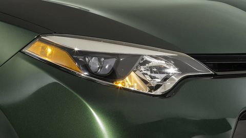 Automotive design, Automotive lighting, Headlamp, Car, Amber, Light, Automotive parking light, Hood, Black, Grey,