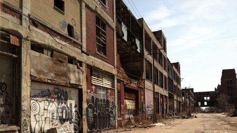 Neighbourhood, Facade, Town, Street, Urban area, Brick, Human settlement, Apartment, Door, Iron,