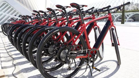 Bicycle tire, Tire, Bicycle frame, Wheel, Bicycle wheel rim, Bicycle wheel, Mode of transport, Bicycle fork, Bicycle part, Bicycle handlebar,