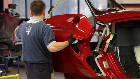 Automotive design, Vehicle door, Steering wheel, Windshield, Automotive window part, Steering part, Classic car, Exhibition, Kit car, Sports car,