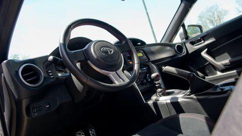 Motor vehicle, Steering part, Mode of transport, Automotive design, Steering wheel, Vehicle, Transport, Automotive mirror, Vehicle door, Center console,