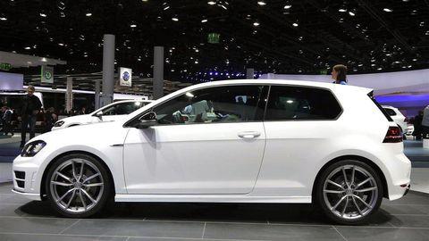 Tire, Wheel, Automotive design, Alloy wheel, Vehicle, Land vehicle, Automotive tire, Rim, Car, Automotive wheel system,
