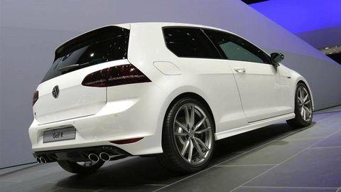 Tire, Wheel, Automotive design, Automotive tire, Vehicle, Rim, Car, Alloy wheel, Automotive mirror, Glass,
