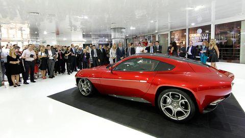 Tire, Wheel, Automotive design, Vehicle, Land vehicle, Car, Automotive wheel system, Alloy wheel, Automotive tire, Fender,