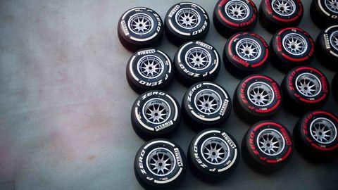 Automotive tire, Automotive wheel system, Rim, Synthetic rubber, Tread, Alloy wheel, Hubcap, Carbon, Auto part, Circle,