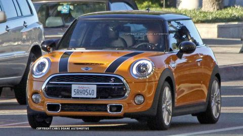 Motor vehicle, Automotive design, Vehicle, Land vehicle, Automotive mirror, Headlamp, Hood, Vehicle door, Car, Automotive lighting,