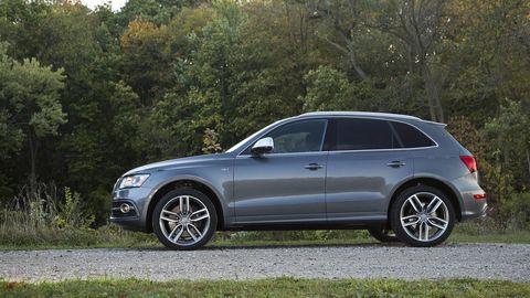 Tire, Wheel, Automotive design, Alloy wheel, Vehicle, Spoke, Automotive tire, Rim, Land vehicle, Car,