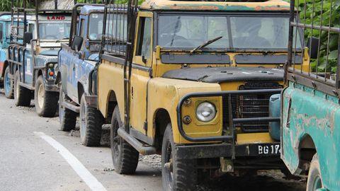 Tire, Motor vehicle, Wheel, Mode of transport, Transport, Vehicle, Yellow, Land vehicle, Automotive design, Automotive parking light,