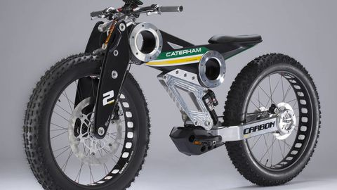 Tire, Wheel, Motorcycle, Automotive tire, Transport, Spoke, Rim, Tread, Automotive wheel system, Fender,
