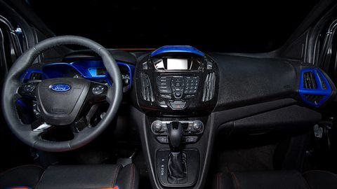 Motor vehicle, Product, Steering part, Automotive design, Steering wheel, Technology, Electronic device, Center console, Electric blue, Light,