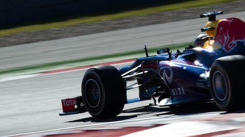 Tire, Wheel, Automotive tire, Automotive design, Open-wheel car, Vehicle, Sport venue, Race track, Formula one tyres, Automotive wheel system,