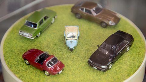 Motor vehicle, Vehicle, Land vehicle, Scale model, Model car, Car, Toy vehicle, Automotive parking light, Toy, Vehicle door,
