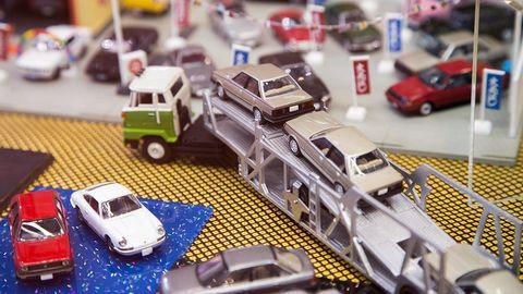 Motor vehicle, Mode of transport, Transport, Vehicle, Land vehicle, Automotive design, Automotive exterior, Toy, Scale model, Automotive parking light,