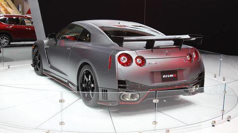 Tire, Wheel, Motor vehicle, Automotive design, Vehicle, Land vehicle, Car, Rim, Automotive lighting, Alloy wheel,