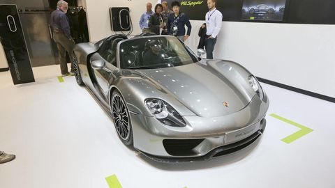 Wheel, Automotive design, Vehicle, Car, Performance car, Personal luxury car, Porsche 918, Fender, Supercar, Rim,
