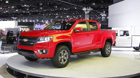 Tire, Motor vehicle, Wheel, Automotive design, Automotive tire, Vehicle, Land vehicle, Car, Rim, Fender,