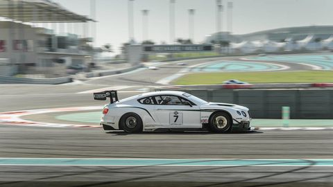 Tire, Wheel, Automotive design, Vehicle, Automotive tire, Race track, Land vehicle, Motorsport, Alloy wheel, Car,