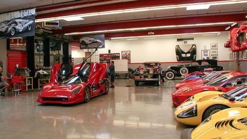 Motor vehicle, Automotive design, Automotive exterior, Automotive wheel system, Automotive tire, Alloy wheel, Automotive lighting, Rim, Auto part, Automotive parking light,