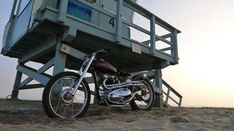 Motorcycle, Tire, Wheel, Automotive tire, Automotive design, Rim, Transport, Automotive wheel system, Fuel tank, Spoke,
