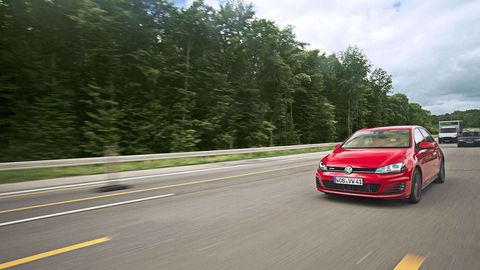 Tire, Wheel, Road, Automotive design, Vehicle, Land vehicle, Infrastructure, Road surface, Automotive mirror, Car,