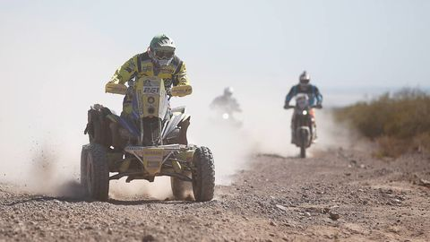 Tire, Wheel, Automotive tire, Land vehicle, Soil, Motorsport, Outdoor recreation, Off-roading, Dust, Sand,