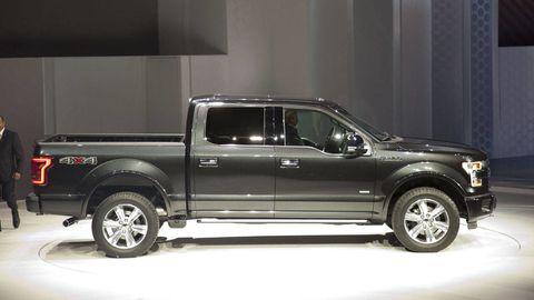 Tire, Motor vehicle, Wheel, Automotive design, Automotive tire, Vehicle, Land vehicle, Pickup truck, Rim, Fender,