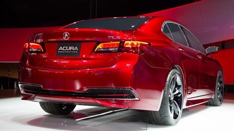 Tire, Wheel, Automotive design, Vehicle, Automotive tail & brake light, Automotive tire, Car, Automotive lighting, Automotive exterior, Alloy wheel,