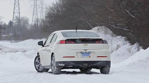 Tire, Wheel, Automotive tire, Winter, Automotive design, Mode of transport, Vehicle, Freezing, Automotive exterior, Snow,