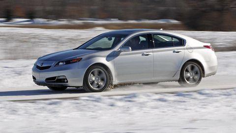 Tire, Wheel, Vehicle, Land vehicle, Car, Automotive tire, Rim, Full-size car, Mid-size car, Fender,