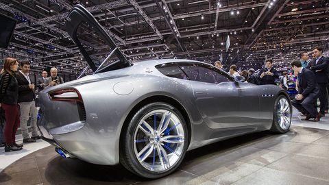 Tire, Wheel, Automotive design, Mode of transport, Vehicle, Land vehicle, Event, Automotive wheel system, Car, Auto show,