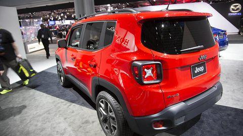 Motor vehicle, Tire, Automotive design, Vehicle, Land vehicle, Automotive tire, Car, Automotive exterior, Crossover suv, Fender,