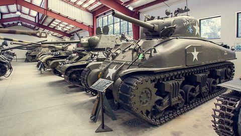Motor vehicle, Tank, Mode of transport, Combat vehicle, Military vehicle, Iron, Self-propelled artillery, Machine, Metal, Engineering,