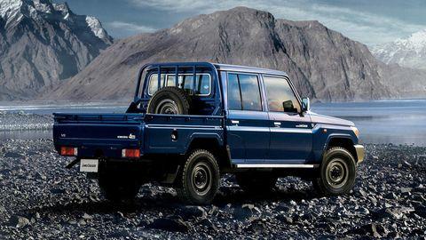 Tire, Wheel, Automotive tire, Automotive exterior, Mountainous landforms, Automotive design, Mountain range, Highland, Rim, Hill,