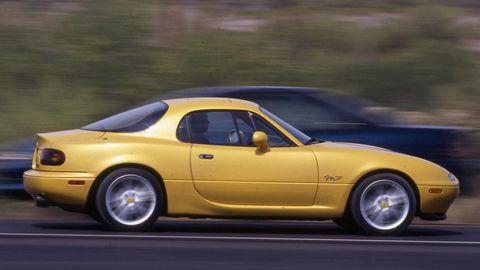 Tire, Wheel, Automotive design, Vehicle, Yellow, Land vehicle, Car, Rim, Performance car, Hood,