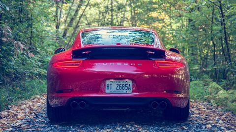 Automotive design, Vehicle, Land vehicle, Performance car, Automotive exterior, Car, Red, Vehicle registration plate, Automotive tail & brake light, Fender,