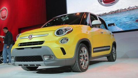 Motor vehicle, Tire, Automotive design, Vehicle, Yellow, Land vehicle, Automotive wheel system, Automotive lighting, Car, Hood,