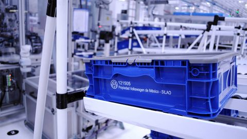 Engineering, Electric blue, Service, Industry, Machine, Plastic, Factory, Science, Laboratory equipment, Medical,