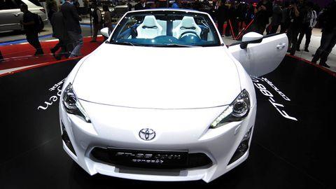 Mode of transport, Automotive design, Vehicle, Event, Land vehicle, Headlamp, Car, Performance car, Personal luxury car, Hood,