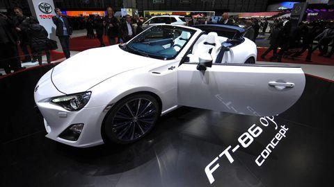 Tire, Wheel, Motor vehicle, Automotive design, Mode of transport, Vehicle, Event, Land vehicle, Automotive wheel system, Car,