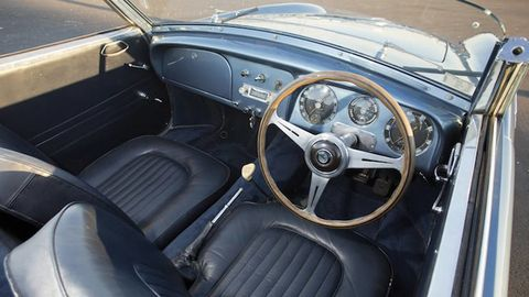 Motor vehicle, Steering part, Mode of transport, Steering wheel, Vehicle, Classic car, Vehicle door, Gauge, Speedometer, Classic,