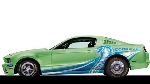 Tire, Motor vehicle, Wheel, Automotive design, Automotive tire, Vehicle, Transport, Automotive exterior, Rim, Automotive wheel system,