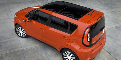 Tire, Motor vehicle, Wheel, Automotive mirror, Automotive design, Mode of transport, Automotive exterior, Vehicle, Automotive tire, Alloy wheel,