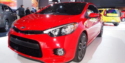 Motor vehicle, Tire, Wheel, Automotive design, Vehicle, Land vehicle, Automotive lighting, Car, Headlamp, Automotive wheel system,