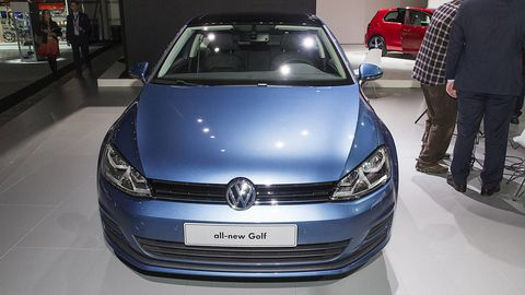 Automotive design, Vehicle, Land vehicle, Event, Car, Grille, Headlamp, Automotive exterior, Automotive lighting, Personal luxury car,