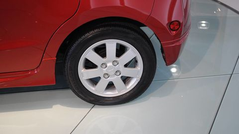 Motor vehicle, Tire, Alloy wheel, Automotive design, Automotive exterior, Vehicle, Automotive wheel system, Rim, Automotive tire, Vehicle door,