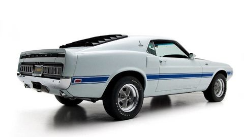 Tire, Motor vehicle, Wheel, Blue, Automotive design, Automotive exterior, Vehicle, Car, Hood, Fender,