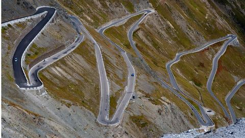 Road, Infrastructure, Landscape, Road surface, Aerial photography, Thoroughfare, Bird's-eye view, Highway, Intersection, Geological phenomenon,
